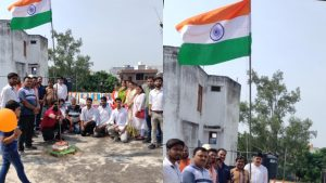 Varanasi: All India Hindu Mahasabha's Purvanchal President Shri Kant Pandey hoisted the flag on the auspicious occasion of 75th Independence Day, great stalwarts of the state were present.