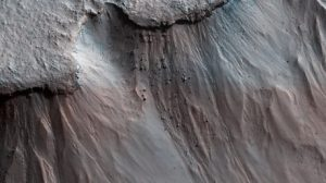 Landslides happen on Mars too, amazing collapsed debris found in pictures