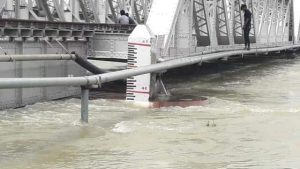 Muzaffarpur: When the father scolded for studying, his son studying in the seventh standard jumped from the bridge into the river Gandak